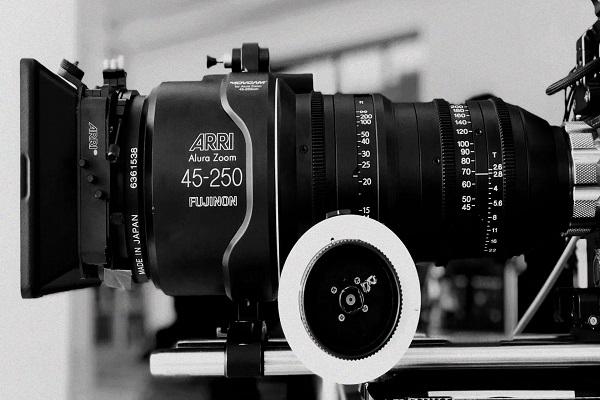 如何选择视频拍摄公司_拍小视频需要哪些设备